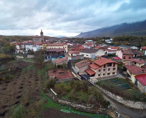 En plena montaña, en el pueblo villa de Lagrán se encuentra Arriga Etxea. Pais Vasco. Euskadi. A 30 minutos de Rioja Alavesa.