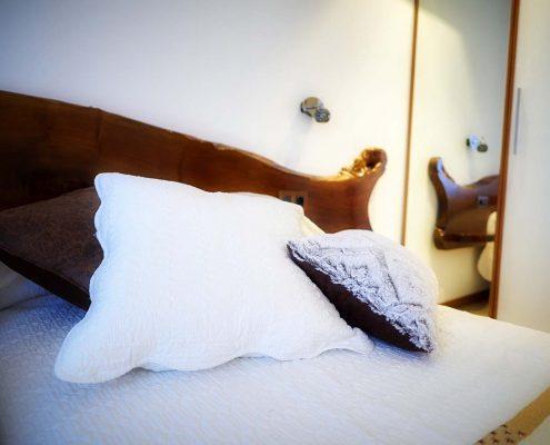 Detalle de la habitación doble adaptada con baño en la habitación