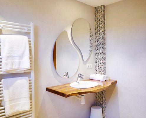 Habitación con baño adaptado para minusválidos. Totalmente accesible.